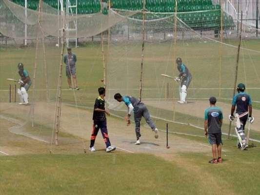 دورہ انگلینڈ کیلئے قومی کرکٹ ٹیم کا مختصر تربیتی کیمپ قذافی اسٹیڈیم ..