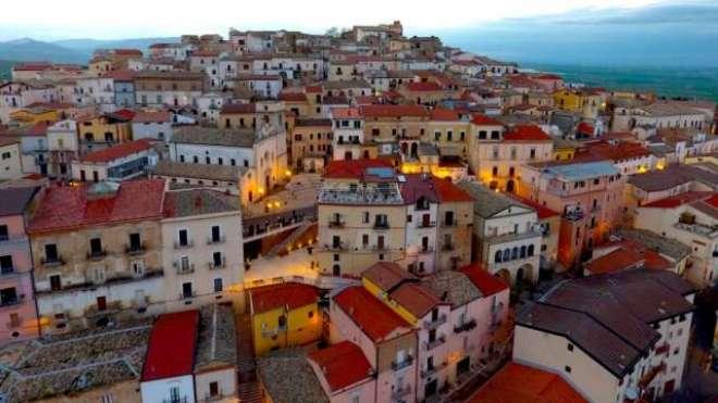 اٹلی کے قصبے میں رہنے کے لیے حکومت کا 1500یوروتک دینے کا اعلان