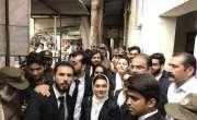 خدیجہ صدیقی کیس؛لاہور ہائیکورٹ نے اپنی ہم جماعت طالبہ پر خنجر کے 23 ..
