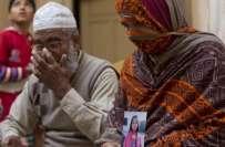 زینب کے والد نے سی سی ٹی وی فوٹیج سامنے آنے کے باوجود قاتل کو نہ پہچان ..