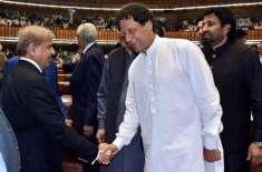 قومی اسمبلی میں حلف برداری کی تقریب میں عمران خان سے مصافحہ