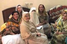 بشریٰ بی بی کی اولڈ ایج ہوم آمد،بزرگ خواتین سے ملاقات