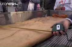 اطالوی باورچیوں نے دنیا کا طویل ترین ڈیپ فرائیڈ پیزا   بنانے کا عالمی ..