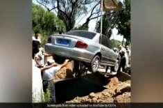چینی شخص کی کار میں دفن کیے جانے کی وصیت پوری کر دی گئی