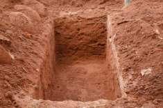 سندھ کے شہر ٹھٹھہ کے تاریخی قبرستان میں خزانے کی تلاش کے چکر میں نامعلوم ..