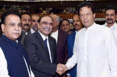 عمران خان کے چہرے پر بیزاری ہے کیونکہ ان کے ساتھ بیماری ہے