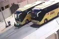 سعودی عرب میں سکول بس کو اوور ٹیک کرنے پر بھاری جرمانہ ہو گا