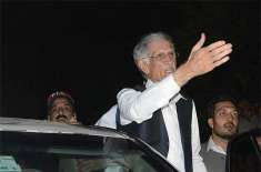 Pervez Khattak gets injured after falling from stage during public gathering in Noshehra