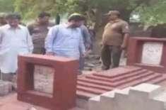 وزیراعظم کی والدہ کی قبر کا احاطہ مسمار کر دیا گیا