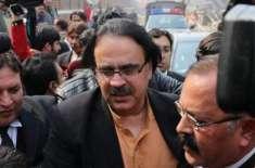معروف اینکر پرسن ڈاکٹر شاہد مسعود کو ہتھکڑیاں لگا کرعدالت میں پیش کیا ..
