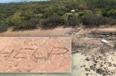 جہاز کی تباہی کے بعد ریت پر مدد لکھنے والے جوڑے کو بچا لیا گیا
