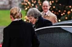 برطانوی وزیر اعظم کار میں پھنس گئیں