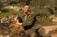 بھیڑیوں کے ساتھ پرورش پانے والا شخص   انسانوں کے ساتھ زندگی گزارنے سے ..