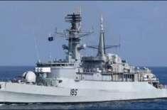 پاک بحریہ کے جہاز پی این ایس خیبرپر عمان کی بندرگاہ کے دورے کے دوران ..