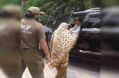 پی ٹی آئی چئیرمین عمران خان کو معذور خاتون نے روک لیا