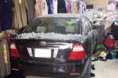 سعودی عرب:سعودی خاتون گاڑی سمیت کپڑوں کی دُکان میں جا گھُسی