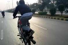 لاہور پولیس کا یومِ آزادی کے موقع پر ہوائی فائرنگ، آتش بازی، ہلڑ ..
