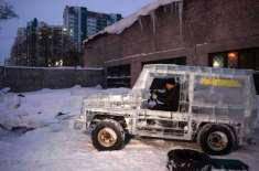 کاروں کے متوالے ایک روسی شخص نے برف سے مرسیڈیز بنالی جو دوڑتی بھی ہے