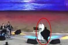 سعودی عرب' لائیو پروگرام میں گلوکار کو گلے لگانے پر خاتون گرفتار