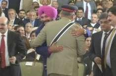 سابق بھارتی کرکٹر نوجوت سدھو کی ایوان صدر میں آرمی چیف سے ملاقات