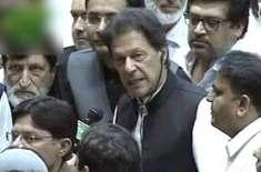 قائد ایوان کا انتخاب ،ْ (ن)لیگی اراکین کا عمران خان کی نشست کا گھیرائو ..
