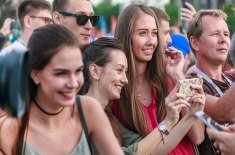 روس، غیرملکی شائقین مقامی لڑکیوں کی محبت میں گرفتار