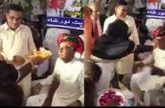 """خورشید شاہ کی""""آرتی اتارنے"""" کی ویڈیو سوشل میڈیا پروائرل"""