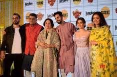 نینا گپتا بہت پراعتماد اور مضبوط اداکارہ ہیں، سانیا ملہوترا