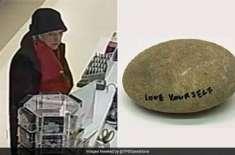 میوزیم سے  چوری ہونے والے عام سے پتھر کی مالیت اصل میں 16 لاکھ سے زیادہ ..