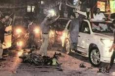 پولیس نے میری گاڑی پر دھاوا بول دیا، قریبی مسجد کے میناروں سے ان پر ..
