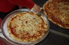 امریکہ میں 37سالوں سے دن میں ایک مرتبہ پیزا کھانے والا ٹیچر منظر عام ..