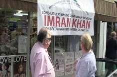 وزیراعظم بننے پر لندن کے بزنس مین نے اپنی دکان کے باہر بینر لگا کر عمران ..