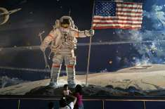چاند پر پہلا قدم رکھنے والے 'نیل آرم سٹرانگ' کی زندگی پر بننے والی ..