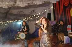 گلوکارہ رابی پیرزادہ کی سندھ کے شہر ڈھرکی میں شاندار لائیو پرفارمنس