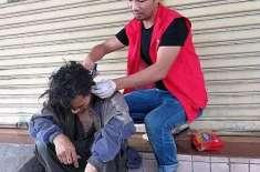 درد دل رکھنے والا یہ چینی شخص کئی سالوں سے گھروں سے مفرور بے گھر لوگوں ..