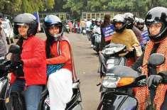 موٹرسائیکل پر سوار دونوں افراد کے لیے ہیلمٹ کی پابندی، خواتین مشکل ..