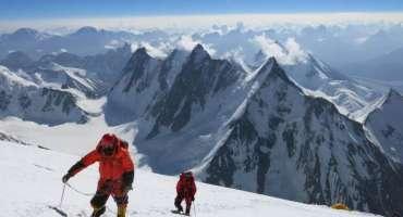 K2 کی سرماہی مہم جوئی ، ہسپانوی کوہ پیماوں کی ٹیم سکردو سے کے ٹو بیس کیمپ ..