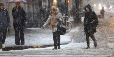 کینیڈا کے شہر ٹورنٹو میں موسم سرما کی پہلی برف باری،لوگ خوب لطف اندوزہوئے