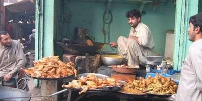 پشاور، قانون نافذ کرنیوالے اداروں کا شہر میں کھانوں کو مزے دار بنانے ..
