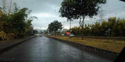 اسلام آباد میں تیز ہوائوں اور گرج چمک کے ساتھ بارش کے بعد موسم خوشگوار ..