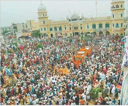 سکھ یاتریوں نے بھارتی سفارتکاروں کو جنم استھان ننکانہ صاحب میں آنے ..