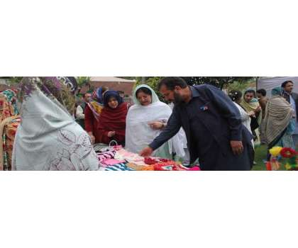 مسز خالدہ اقبال ظفرجھگڑا کا وویمن چیمبرآف کامرس اینڈانڈسٹری کا دورہ