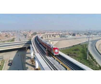 اورنج لائن ٹرین منصوبے پر کام کرنے والی ایک کرین کے گرنے سے کرین تلے ..