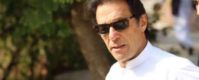 فیصل آباد میں عمران خان پر جوتا پھینکنے کی کوشش