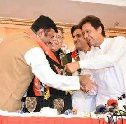 پاکستان تحریک انصاف کے رہنما نے پارٹی کا ٹکٹ واپس کرتے ہوئے اپنی پارٹی ..