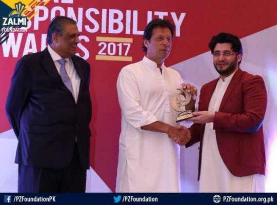 عمران خان نے پشاور زلمی کے مالک جاوید آفریدی کو انتہائی شاندار اعزاز ..