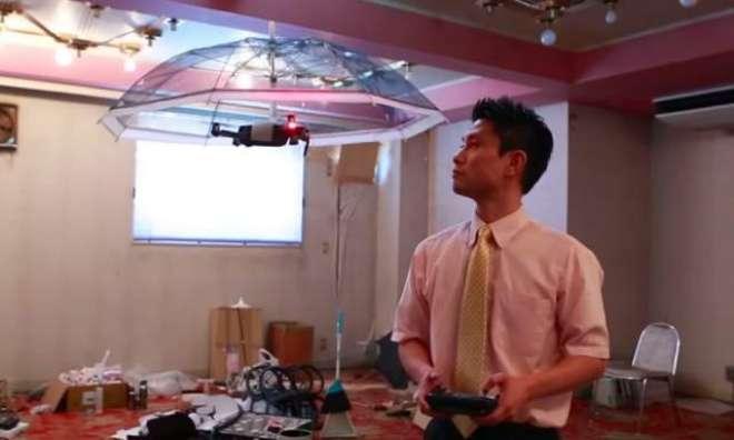 جاپانی کمپنی نے ہینڈ فری چھتری تیار کر لی