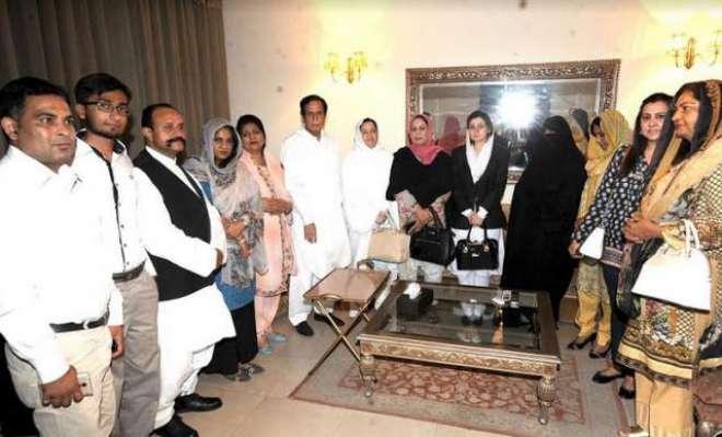 پہلی خاتون پائلٹ اور سول سوسائٹی وفد کاق لیگ میں شمولیت کا اعلان