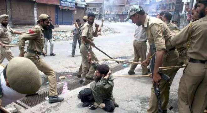 ْ بھارتی فوجیوں کے ہاتھوں بھائی کی وحشیانہ مارپیٹ کے باعث بہن حرکت ..