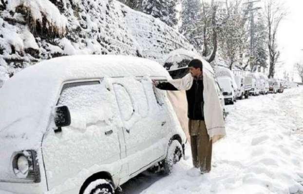 قدرت کا کرشمہ، شدید گرمی کے موسم میں پاکستان میں شدید برفباری
